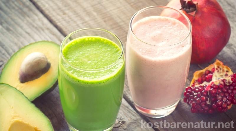 Statt Kaffee oder Tee, kannst du auch einen grünen Smoothie zur Belebung von Körper und Geist am Morgen nutzen. Diese Wildkräuter-Smoothies helfen dir dabei