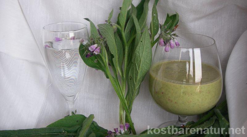 Beinwell gehört zu den wichtigsten Heilpflanzen in der Volksmedizin. Wie Beinwelltee und andere Getränke mit Beinwell genutzt werden können erfährst du hier