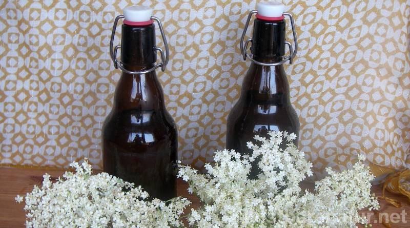 Die aromatischen Holunderblüten sind nicht nur köstlich im Geschmack, sondern besitzen auch große Heilkräfte. Ideal für einen gesunden Kräutersirup!