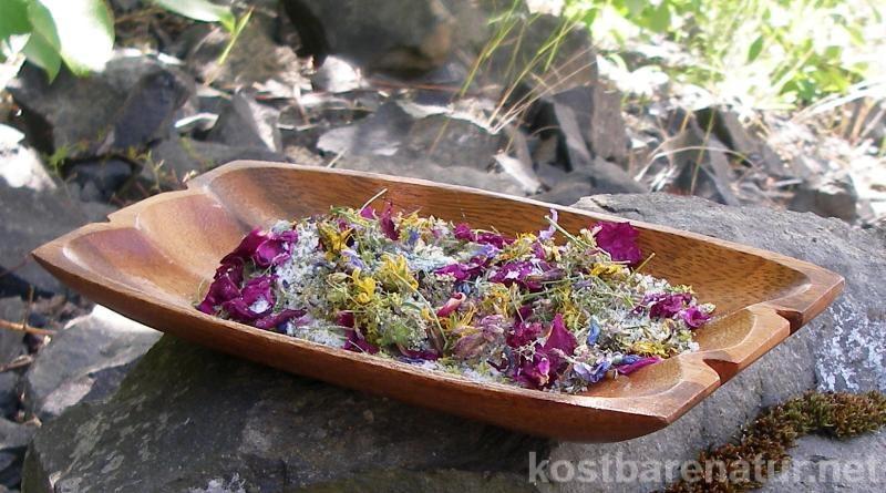 Im Sommer begegnen uns auf jeder Wanderung schöne Wildblumen. Diese Blüten sind hervorragende für schöne, bunte aber auch heilsame Badezusätze geeignet!