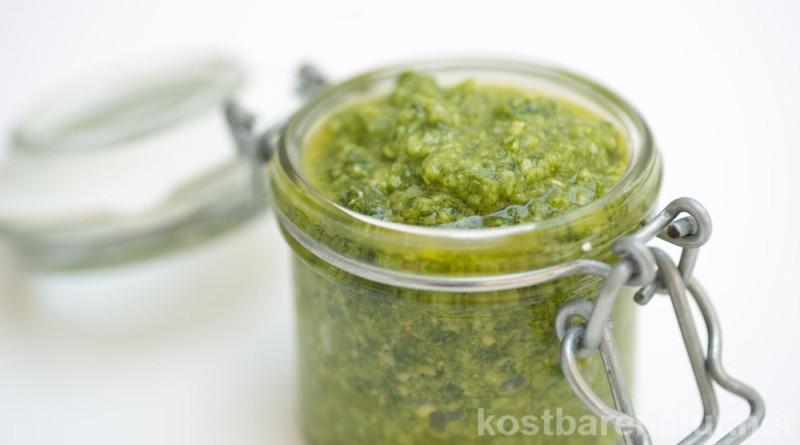 Knoblauchsrauke hat den Vorteil mild nach Knoblauch zu schmecken, ohne unangenehme Gerüche zu hinterlassen. Fünf leckere Rezepte für das Lauchkraut.