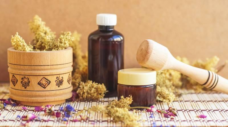 So einfach stellst du Pflege- und Kosmetikprodukte wie Deo, Handlotion und mehr mit Holunderblüten her!