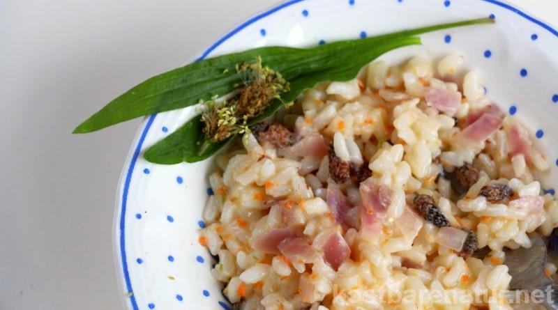 Spitzwegerichblüten besitzen ein intensives Pilzaroma. So einfach kochst du ein schmackhaftes Wildpflanzen-Risotto mit den Blüten.