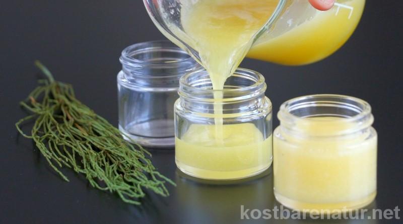 Orangenhaut ist nicht gerade schön, aber mit Hilfe von Zinnkraut und anderen Zutaten, kannst du sie auf natürliche Weise lindern.