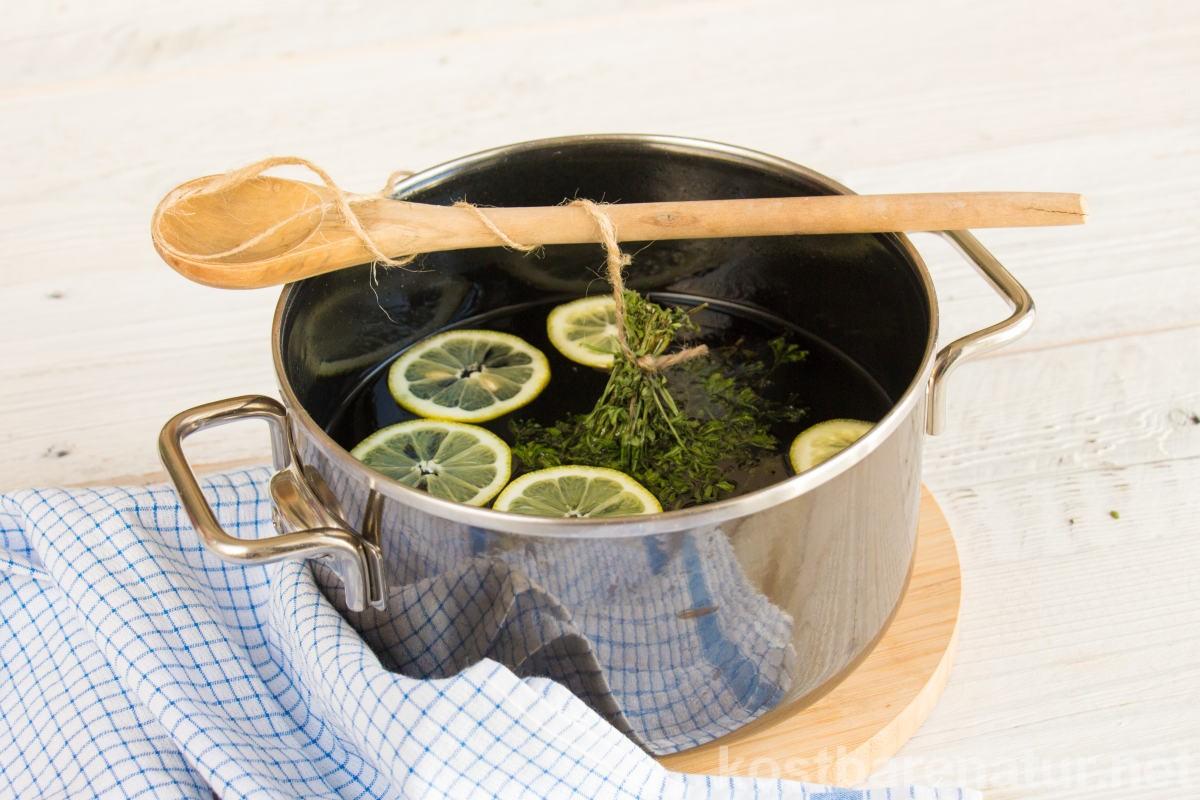 Der Geschmack von echtem Waldmeister weckt Frühlingsgefühle. Mit selbst gemachtem Waldmeistersirup kannst du das Aroma fürs ganze Jahr konservieren.