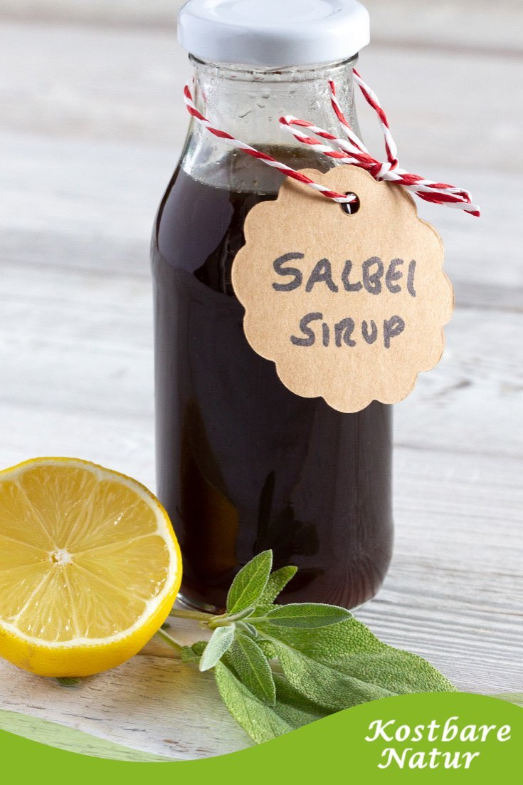 Salbei-Sirup ist schnell gemacht und lange haltbar. Bei einer Erkältung hilft er, unangenehme Symptome zu lindern und unterstützt die Heilung.