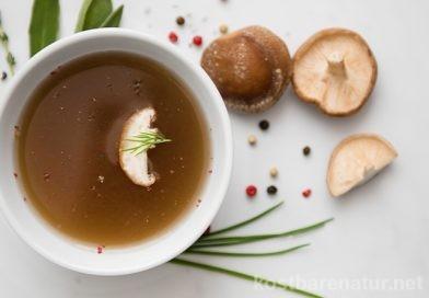 Pilzfond selber kochen aus Pilzresten – köstliche Pilzbrühe für Suppen und Saucen